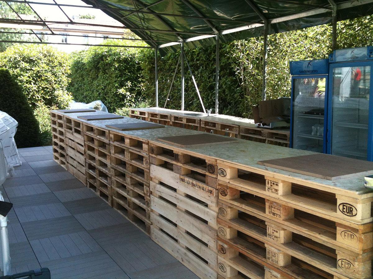 Pallet in abete per arredamento orto urbano for Arredamento da giardino con bancali