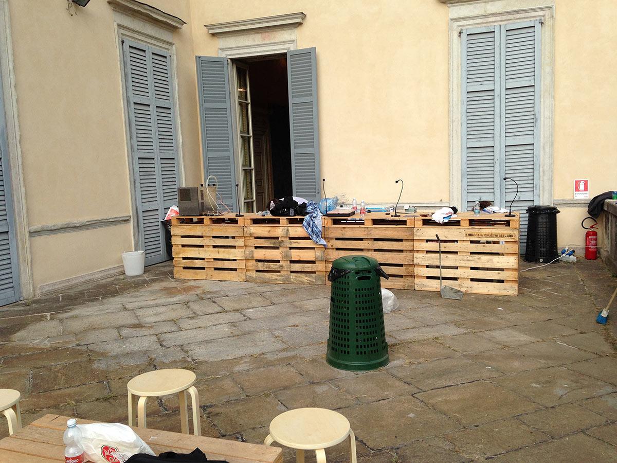 Pallet in abete per arredamento orto urbano for Arredamento con bancali