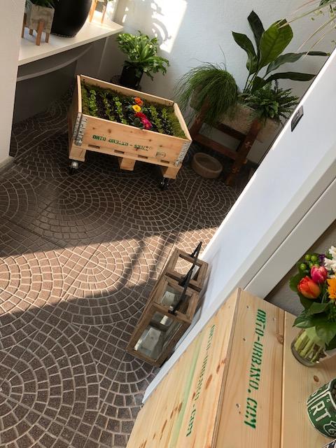 Pallet in abete per arredamento orto urbano for Arredamento low cost milano